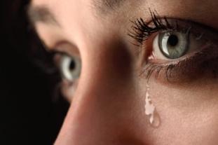 Larme - yeux vert maquillé